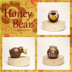 Honey Bear sculpture by Heather Sellers.  #bears #art #sculpture #glass #honey #honeybee #bee #heathersellers