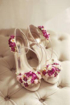Real Petal Flower Shoes Bride Bridal Whimsical Woodland Autumn Wedding http://www.rebeccaweddingphotography.co.uk/