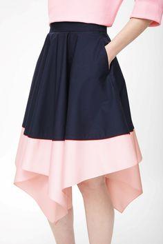 Contrast asymmetric skirt