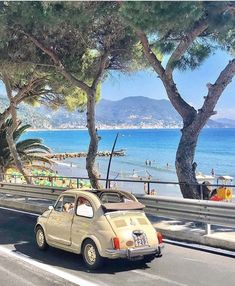 Italy Map, Italy Travel, Italy Tourism, Rome Italy, Carros Retro, Cruise Italy, Sailing Cruises, Cabriolet, Boat Rental