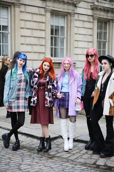 Bloggers Zoe London, Hannah Louise F, Kayla Hadlington, Amy Valentine and Leanne Woofull @ LFW! Photography by ©THE WHITEPEPPER Find more street style inspiration here: www.thewhitepepper.com/blogs/street-snaps