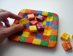 Plato con pasta de papel reciclado.