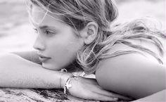 Ecco 8 acconciature per domare i tuoi capelli in spiaggia