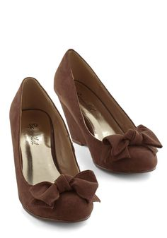 Shoes Party Hostess Wedge in Cocoa. Get ready to host your nearest and dearest and slip into these brown wedges. 1950s Fashion Shoes, 1950s Shoes, Vintage Fashion, Women's Fashion, Wedge Shoes, Flats, Cute Shoes, Me Too Shoes, Zapatos