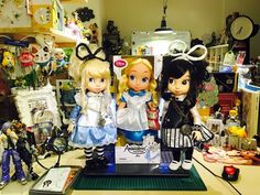 Alice misA 心夢少女與沙龍娃娃 收藏Alice in Wonderland愛麗絲夢遊仙境  Disney款的系列最為精緻,所以特別喜歡, 等了許久終於有原版的alice出現,畫面又是一種母女重逢的感覺。