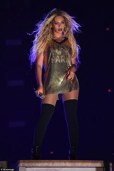 Beyonce gets flirty with husband Jay Z on stage as she dazzles at memorable final tour performance Estilo Beyonce, Beyonce Style, Beyonce Knowles Carter, Beyonce And Jay Z, Beyonce 2016, Beyonce Performance, Stage Outfits, Celebs, Celebrities