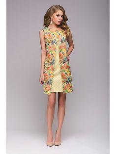 Хороший вариант платья на каждый день. Приятная ткань и оптимальная длина платья позволяют чувствовать себя комфортно. А оригинальный покрой, яркие цвета и интересный принт подарят отличное настроение вам и окружающим.