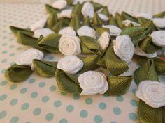 Rose in stoffa - Rose di Raso Bianche pz.20 - un prodotto unico di raffasupplies su DaWanda