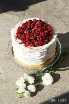 Sekrety Cookietki: Biały tort z falbankami
