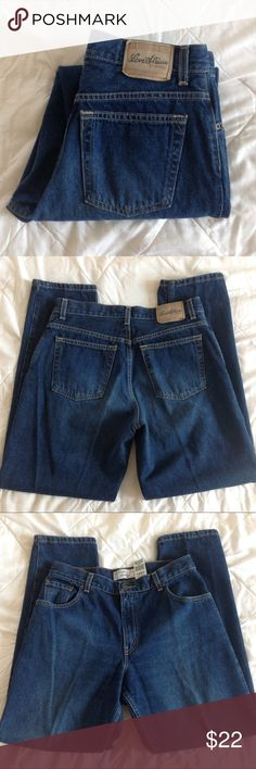 """LEVI STRAUSS Signature high waisted mom jeans In great condition.  High waisted with a tapered leg.  Relaxed fit.  Color may look different on your screen.  Tag says size 12 misses.  I measure them at approx:  Waist 36"""" Rise 11"""" Hip 21.5"""" across Inseam 30"""" Ankle 14"""" around Levi's Jeans Boyfriend"""
