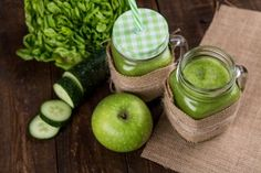 Free Cucumber Juice Jar On Wooden Table Photo table png Smoothie Vert, Smoothie Detox, Smoothie Recipes, Ginger Smoothie, Juice Recipes, Diet Recipes, Vegetarian Recipes, Cucumber Juice Benefits, Cucumber Water
