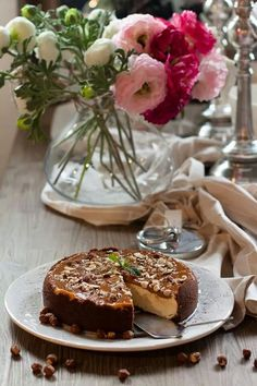 Karamel cheesecake with nuts
