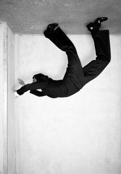 the snowbed - Jan von Holleben Jan von Holleben Conceptual Photography, Dance Photography, Artistic Photography, Creative Photography, Portrait Photography, Fashion Photography, Perspective Photography, Fashion Poses, Foto Art