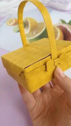 Diy Crafts Hacks, Diy Crafts For Gifts, Diy Home Crafts, Diy Arts And Crafts, Cool Paper Crafts, Paper Crafts Origami, Diy Paper, Paper Basket Diy, Instruções Origami