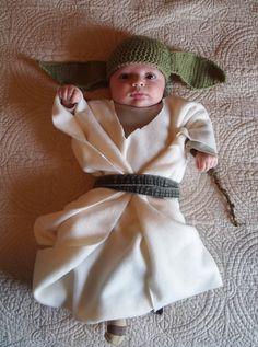 DIY Star Wars costumes for kids: Baby Yoda! We love this so much! | via Susannah Bean