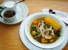 Ajiaco Colombiano (Colombian Chicken and Potato Soup) Colombian Dishes, My Colombian Recipes, Colombian Cuisine, My Favorite Food, Favorite Recipes, Good Food, Yummy Food, Yummy Yummy, Delish