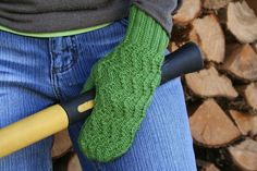 Free knitting pattern: Zig Zag Mittens