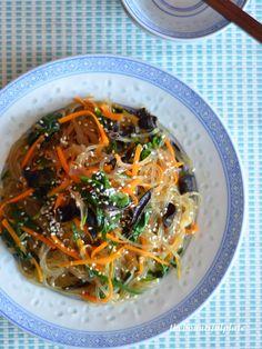 Stir-fried Korean sweet potato noodles (jap chae 잡채)