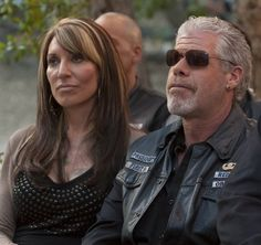 Katey Sagal Sons of Anarchy | Ron Perlman y Katey Sagal – Sons of Anarchy