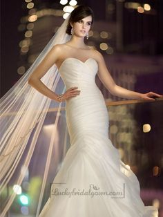 Made of airy soft Royal Organza, this beautiful wedding dress features a stunning sweetheart neckline, ruched bodice and a flowing skirt with fabric pickups at the hip.