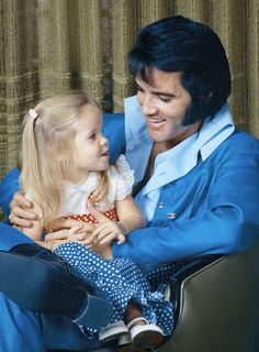 Elvis Presley with Lisa Marie Elvis Presley Biography, Elvis Presley Graceland, Elvis Presley Family, Elvis And Priscilla, Priscilla Presley, Lisa Marie Presley Son, Mississippi, Tennessee, Elvis Presley Pictures