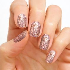 Tokyo Lights' silver, fuchsia, and glitter sparkles are perfect for a night on the town. Glitter finish. Each set includes 16 double-ended nail polish strips.