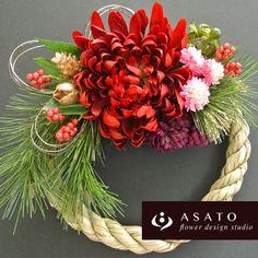 商品名 : お正月リース (赤)価格 ¥ 3,100サイズ : 直径約20センチのしめ縄を使っています。(花材の大きさをプラスすると約24cmです)花...|ハンドメイド、手作り、手仕事品の通販・販売・購入ならCreema。
