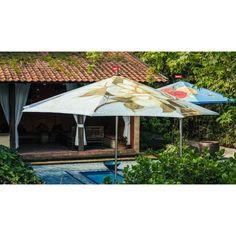 NIEUW bij Flinders: De achthoekige Bouqetteketet parasol is een stevige, geprinte tuinparasol. Uiteraard met de unieke Fatboy vlag! Nu hoef je nooit meer te zweten in de zon, en alles wat op de Formitable XL tafel (in bijpassende kleuren) staat blijft ook lekker fris. De #parasol is gigantisch, dus je kunt al je vrienden uitnodigen voor een tuinfeestje. #tuin #design #zomer