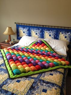 Rainbow Bubble Quilt and I love the matching log cabin headboard Plaid Patchwork, Patchwork Quilt, Rag Quilt, Quilt Blocks, Quilting Projects, Sewing Projects, Fabric Crafts, Sewing Crafts, Biscuit Quilt