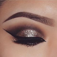 Major inspo! Beautiful glam  @beautyby.amyy #makeup #bronzeglam #inspiration #love #anastasiabeverlyhills #hudabeauty #vegas_nay #makeupslaves #love #wakeupandmakeup #linerandbrows #glam #brows