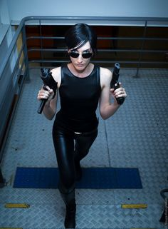 Great cosplay of Trinity from The Matrix. Trinity Matrix Costume, The Matrix Movie, Badass Movie, Carrie Anne Moss, Warrior Girl, Badass Women, Keanu Reeves, Halloween Outfits, Cosplay Girls