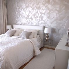 Tehosteseinä on ihana! Rooms Home Decor, Home Bedroom, Bedroom Decor, Beige Room, Silver Bedroom, Bedroom Cupboard Designs, Minimalist Home Decor, Luxurious Bedrooms, House Rooms