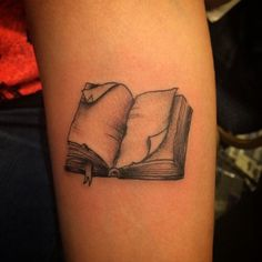 Book tattoo Wow one of my favorites book tattoos so far. A little color and it'd be prefect Future Tattoos, Love Tattoos, Beautiful Tattoos, New Tattoos, Body Art Tattoos, Tattoos For Women, Tatoos, Ankle Tattoos, Arrow Tattoos