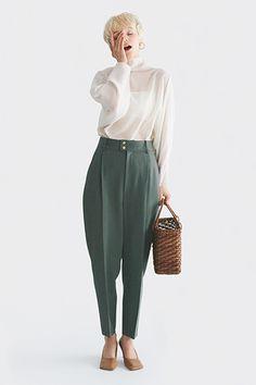 「夏から秋に困らない」GISELe厳選キーアイテム8選|今を変えるアイテムは「ずっといい」 | GISELe(ジゼル) | 主婦の友社「GISELe」オフィシャルサイト Grey Fashion, Work Fashion, Cute Fashion, Fashion Models, Fashion Outfits, Womens Fashion, Basic Outfits, Photoshop, Business Fashion