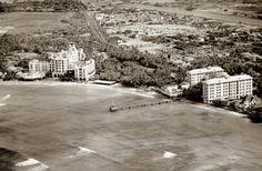 1930 Waikīkī: Royal Hawaiian Hotel on the left, Moana Surfrider on the right (Waikiki's first two hotels)