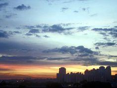 Foto de Luiz de Campos Jr - 14/02/2013  sp, 6h30 [hv] - sol 25aquário48; lua crescendo em 16áries35. enquanto isso, aqui na terra... já avançamos 10 dias/graus na segunda metade do verão. bondia! — em Butanta, Sao Paulo.(sic)