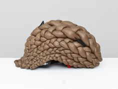 The Helmdo bike helmet protects the head with cushioned braids