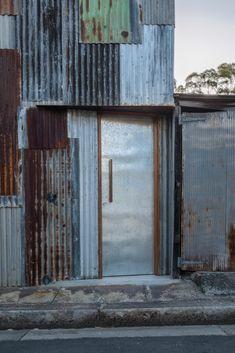 Tinshed / Raffaello Rosselli #door