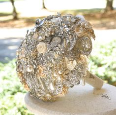 Wish I would have done this...Champagne Wedding Brooch Bouquet.