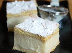 Vanilla Slice with recipe link from Baking Bites. There's a wee caff there thats serves the BEST Vanilla Slice! Just Desserts, Delicious Desserts, Dessert Recipes, Yummy Food, Australian Desserts, Australian Food, Eat Dessert First, Dessert Bars, Cupcakes