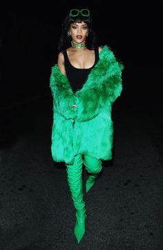 Mode Rihanna, Rihanna Riri, Rihanna Style, Green Fur Coat, Rihanna Looks, Rihanna Outfits, Grunge, Celebrity Wallpapers, Bad Gal
