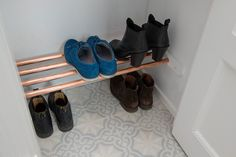 Great use of closet space Shoe Shelf Diy, Diy Shoe, Stockholm Apartment, Compact Living, Closet Space, Other Rooms, Creative Words, Stairways, Crafts To Make