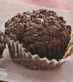These are amazing. Guilt - Free Chocolate Muffins - The Kitchen Table - The Eat-Clean Diet® Healthy Desserts, Just Desserts, Dessert Recipes, Yummy Treats, Sweet Treats, Yummy Food, Yummy Snacks, Chocolate Chip Muffins, Chocolate Chocolate