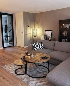 56 small living room apartment designs to look fantastic .- 56 kleine Wohnzimmer-Apartment-Designs, um fantastisch auszusehen 26 56 small living room apartment designs to look awesome 26 - Small Living Rooms, Home And Living, Small Living Room Designs, Small Living Room Furniture, Modern Living Room Decor, Condo Living Room, Modern Decor, Bedroom Small, Living Room Nest Of Tables