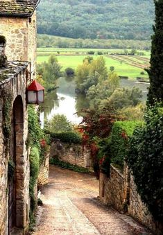 Beynac village to the banks of the Dordogne River below