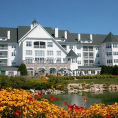 Our favorite Midwest resort destinations range from cozy lakeside lodges to indoor water park behemoths. Dive in to check out our top picks. Elkhart Lake Wisc. (Osthoff Resort)