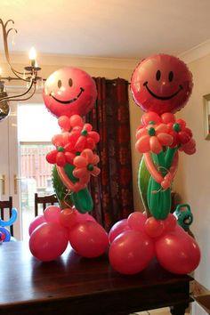 Flowers Balloon Table Centerpieces, Balloon Decorations, Balloon Gift, Balloon Ideas, Clown Balloons, Info Board, Gift Bouquet, Columns, Smiley