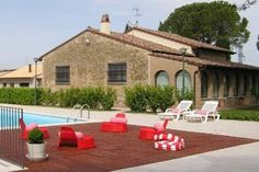 Villa San Giovanni, Umbria. An excellent value, private villa with pool in Umbria.  Great for families, the pool has a large section for children