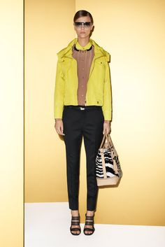 Gucci Resort 2012 Fashion Show - Martha Streck Gold T Shirts, Review Fashion, Drawstring Pants, Fashion Show, Fashion Design, Runway Fashion, Couture, Contemporary Fashion, Black N Yellow
