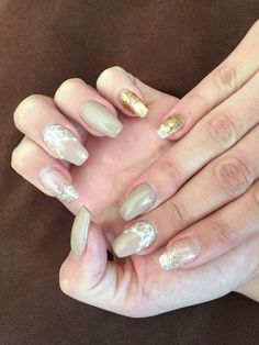 Nude nails with gold foils